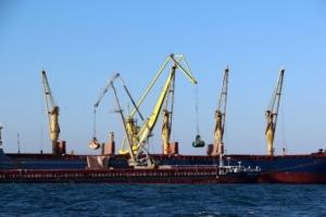Перевалка грузов в порту